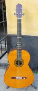 Guitarras Quiles Acoustic Bass front.